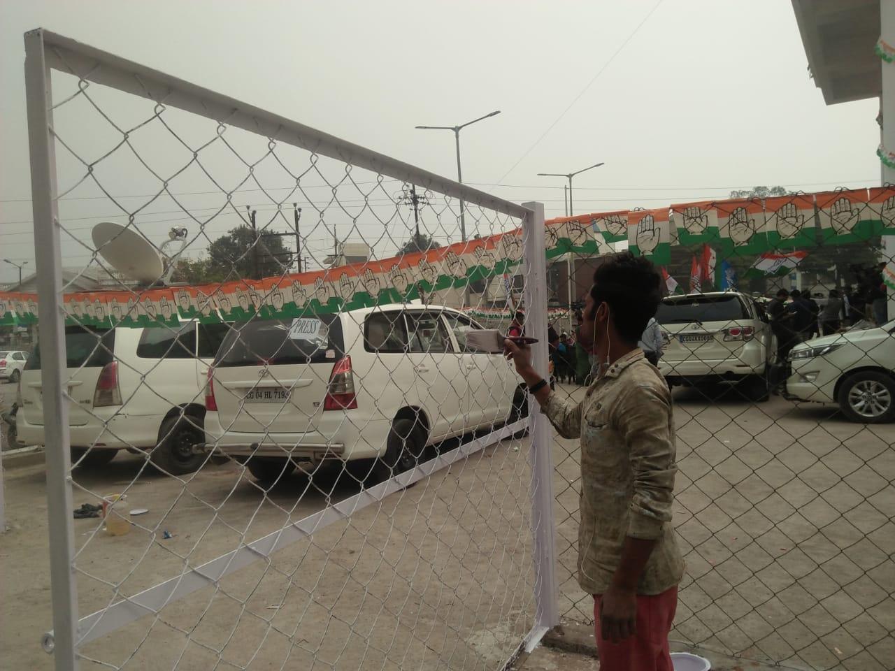 , छत्तीसगड : काँग्रेसच्या अडगळीत पडलेल्या कार्यालयाला रंगरंगोटी सुरु